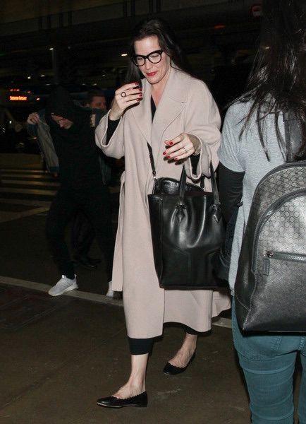 Liv Tyler carrying L.O.N.B.