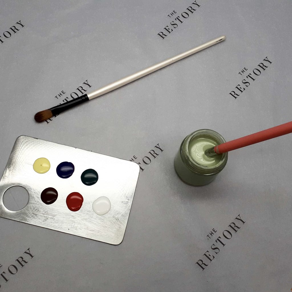 Colour Mixing And Matching Paint to restore the handbag