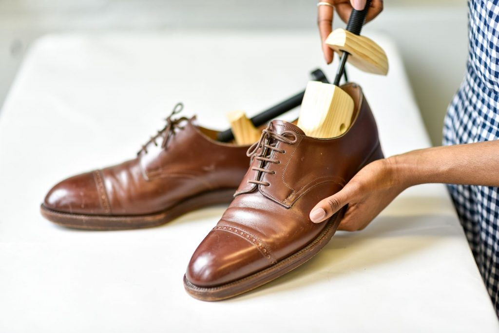Stretching shoes pre-wear service